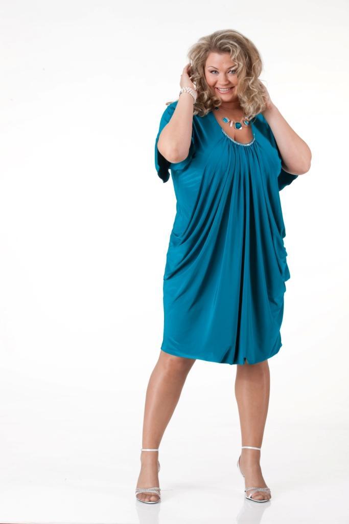 Модель платья из шелка для полных