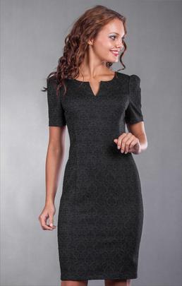 Женщины, отдающие предпочтение классике, порадуются этому дизайнерскому ходу модельеров. В последние годы платье-футляр присутствует на всех модных показах